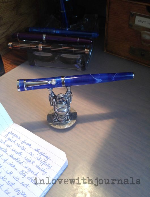 pen-on-desktop